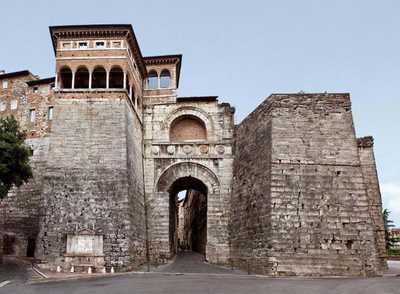 Архитектура этрусков: арка в Перуджи
