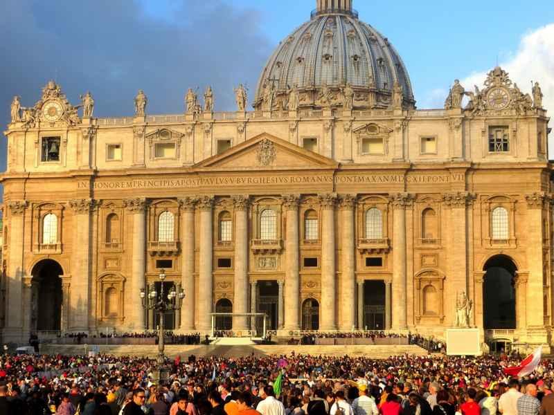 стиль барокко в архитектуре: фасад базилики Св. Петра в Ватикане
