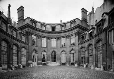 Рококо в архитектуре Парижа. Отель Аmelot de Пournay