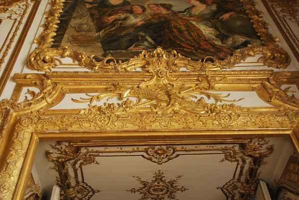Рококо в архитектуре: Версаль, спальня