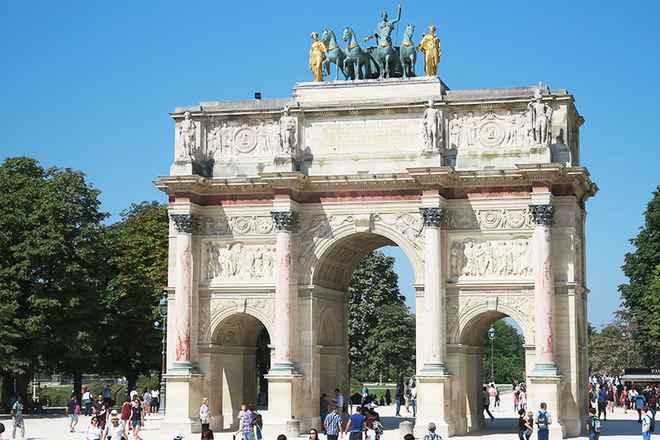 архитектурный стиль ампир в Париже: триумфальная арка Карузель