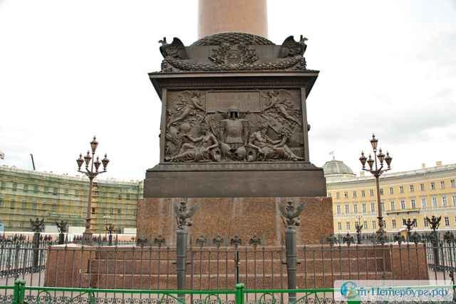 Пьедестал Александровской колонны