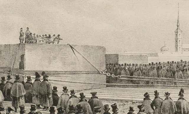 Выгрузка монолита для пьедестала Александровской колонны